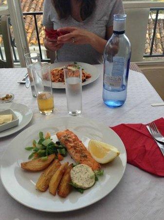 Mingo Bar Restaurante : Salmon at Bar Mingo