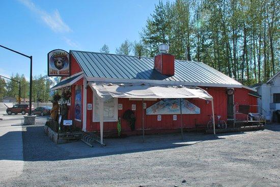 Silvertip Grill: Silvertip building