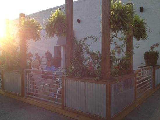 Father Tom's Pub: patio