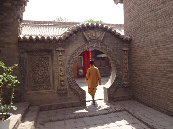 Gaomiao Temple of Zhongwei: Monk at temple