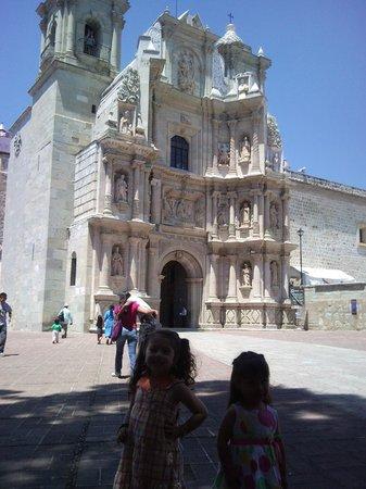 Basílica de la Soledad: Atrio de la basílica