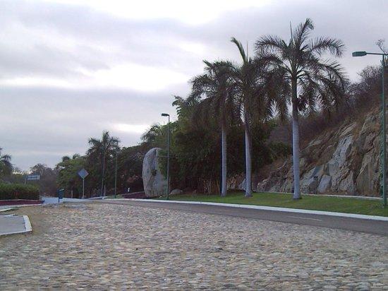 Hotel Castillo Huatulco Hotel & Beach Club: Avenida Principal Huatulco