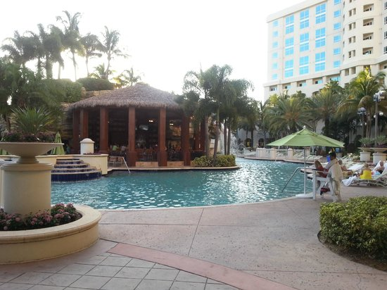 Seminole Hard Rock Hotel Hollywood: Pileta y Tiki Bar