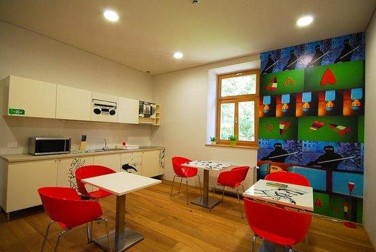 MCC Hostel : Nice kitchen