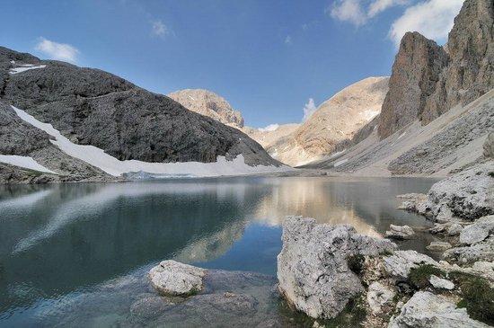 Antermoia Lake: il lago di Antermoia e il Catinaccio intorno