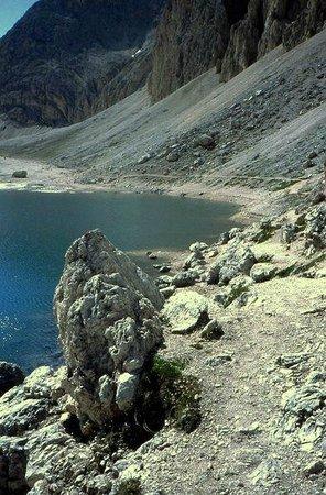 Antermoia Lake: scorcio del Lago di Antermoia