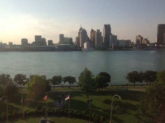 Best Western Plus Waterfront Hotel: View from our room of Detroit