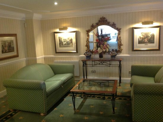 Best Western Plus Manor Hotel : Seating area