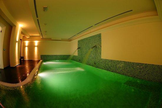 Piscina centro benessere picture of hotel giardino suites & spa