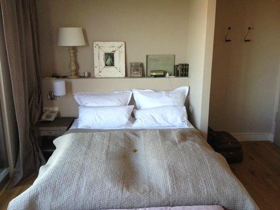 โรงแรมเชินเฮาส์ อพาทเมนท์: Bed