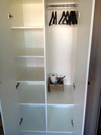 Schoenhouse Apartments: Cloakroom