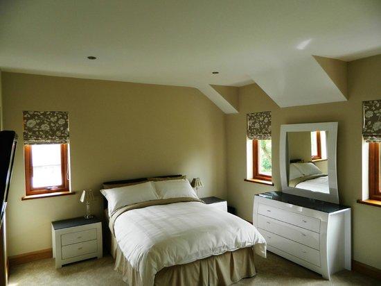 Agivey Lodge: En-suite bedroom with river view