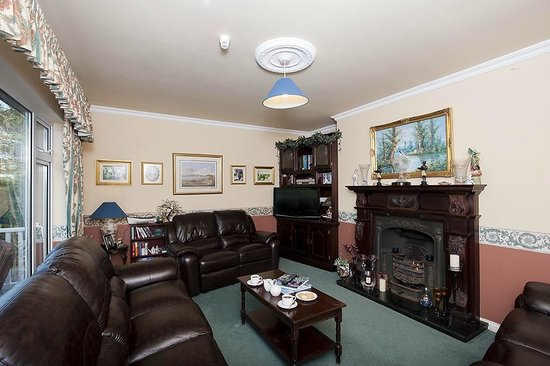 The Waterfront House Country Home: Relax in our comfortable Sitting Room - Lounge