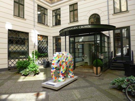 Copenhagen Crown Hotel: hotel entrance