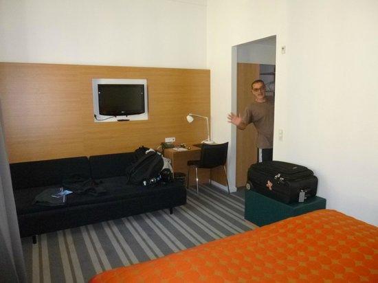 Copenhagen Crown Hotel: room, from head of bed