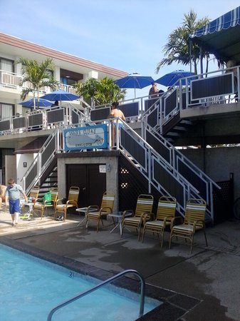 Windjammer Motor Inn: Outdoor Tiki Lounge