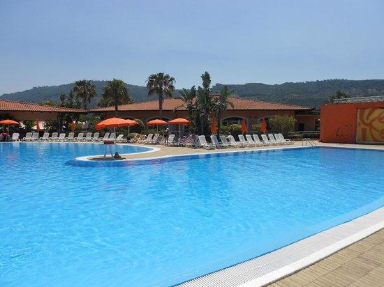 Piscina bild von pizzo calabro resort pizzo tripadvisor - Piscina borgaro torinese ...