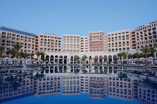 Ritz Carlton Abu Dhabi, Grand Canal