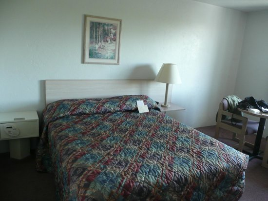 Country Inn & Suites Seattle-Tacoma International Airport : Partial room