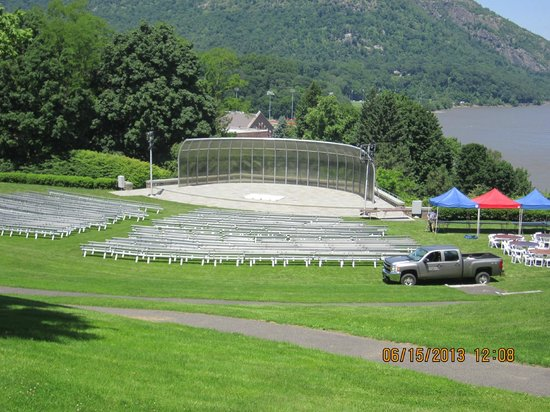 West Point Tours: Amphitheater overlooking the Hudson, USMA