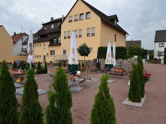 Hotel Sonnenhof: Exterior / Garden