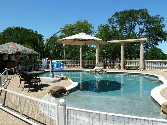 Arkens Bed & Breakfast: Pool area