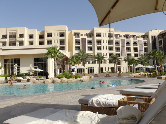 Park Hyatt Abu Dhabi Hotel & Villas: Une des piscine de l'hôtel