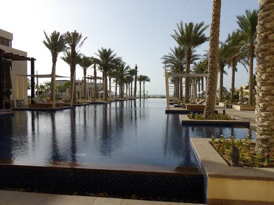 Park Hyatt Abu Dhabi Hotel & Villas: La piscine