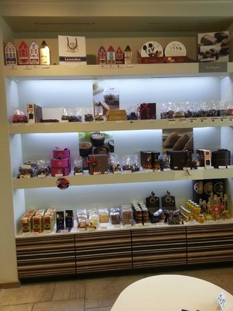 Leonidas Cafe: Gifts for purchase