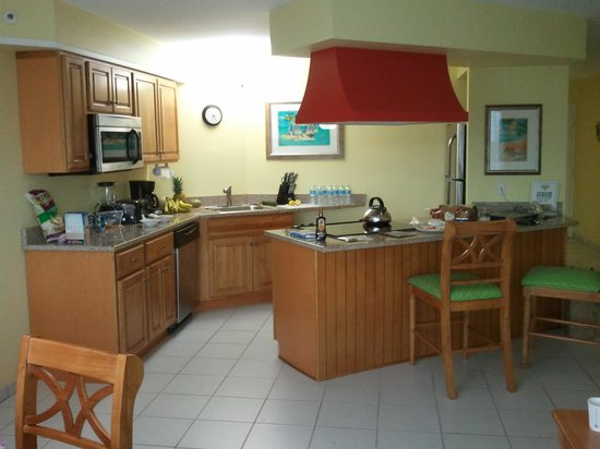 Atrium Beach Resort and Spa: well stocked and pretty kitchen