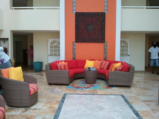 Atrium Beach Resort and Spa: lobby