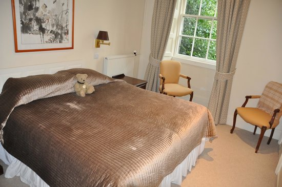 Castle Hotel Huntly: bedroom in our suite