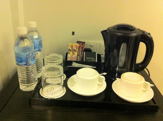 Hotel de Leon: Drinking water and coffee & tea-making facility