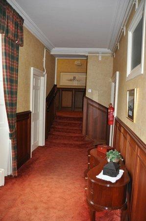 Castle Hotel Huntly: hotel hallway