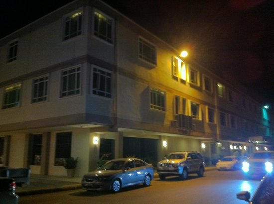 Hotel de Leon: The street infront of the hotel