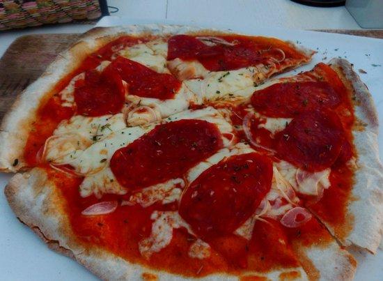 Sun Sea Bar : Salami pizza