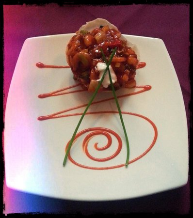 Gurkha Bar and Restaurant: Piro Ghinga: garlic chilli spicy prawns on a crispy pancake - YUM