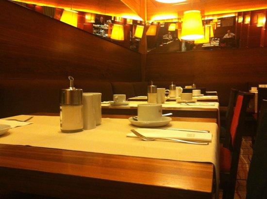 K+K Hotel Opera: Breakfast Room