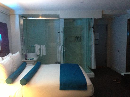 Hotel Le Bleu: Photo of the bathroom set-up