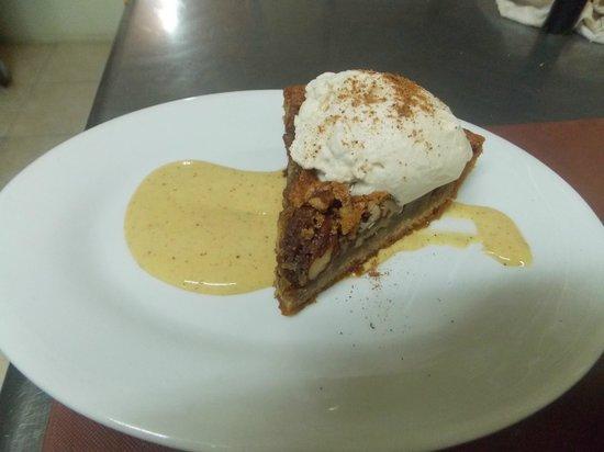 Emile's Restaurant & Suites: Homeade Pecan Pie, WIth Nutmeg Pudding