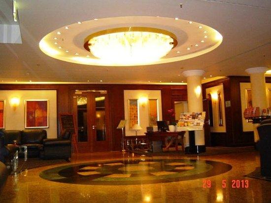 Ramada Plaza Berlin City Centre Hotel and Suites: lobby