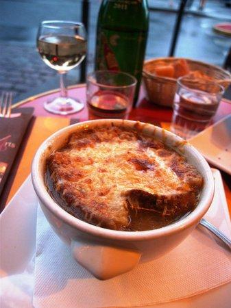 Le Cafe des Beaux Arts: French onion soup
