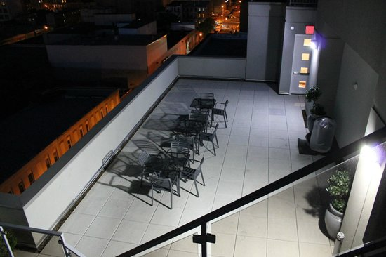 Fairfield Inn & Suites New York Brooklyn: Terraza.