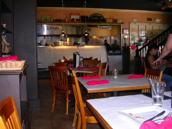Bella's Bistro: Inside view of the restaurant, nicely appointed and not crowded in tables