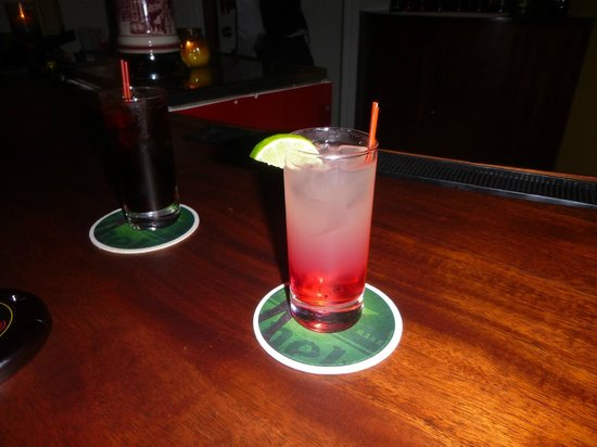 Sunscape Curacao Resort Spa & Casino: Red Monkey at lobby bar