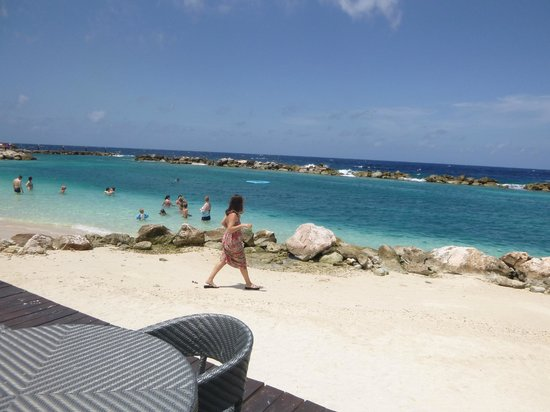 Sunscape Curaçao Resort Spa & Casino: walking to the beach