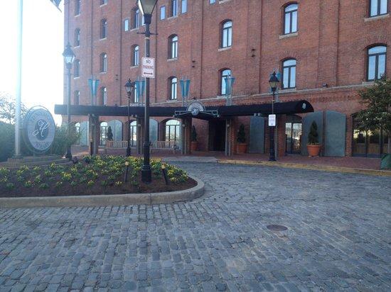 Inn at Henderson's Wharf: Hotel Facade
