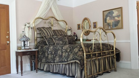 Bellinger Rose Bed & Breakfast: Tiffany Rose Room with 2 person Jacuzzi bath and Firelplace