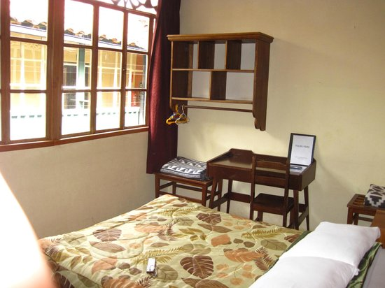 Hitchhikers Backpackers Cusco Hostel: Room 14