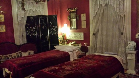 Bellinger Rose Bed & Breakfast: Massage Room